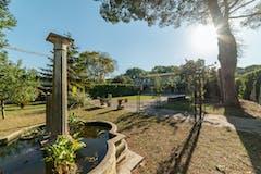 Multi-bedroom Villa of 366m² in Via Tiberina 128
