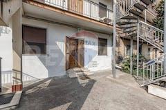 Two-bedroom Apartment of 80m² in Via Casale di Settebagni