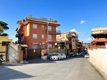 Two-bedroom Apartment of 95m² in Via Castiglione della Pescaia 90