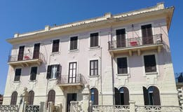 One-bedroom Apartment of 75m² in Lungomare Paolo Toscanelli
