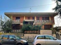 Casa indipendente di 660m² in Via Novaro