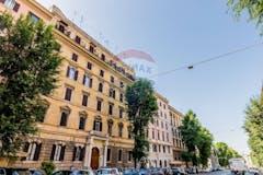 Three-bedroom Apartment of 145m² in Viale Manzoni