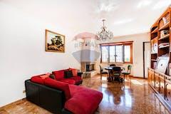 Three-bedroom Apartment of 130m² in Via Giovita Ravizza 9