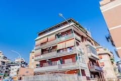 Two-bedroom Apartment of 100m² in Via Giovanni Battista De Toni 19