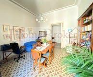 Four-bedroom Apartment of 180m² in Viale Dei Mille 8