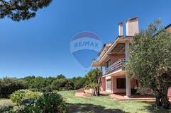 Multi-bedroom Villa of 1106m² in Via Calopezzati 506