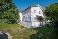 Three-bedroom Villa of 320m² in Via Andromeda 20