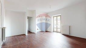 Two-bedroom Apartment of 69m² in Viale Monza