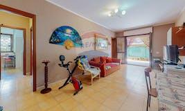 Two-bedroom Apartment of 90m² in Via Giuseppe de Piro