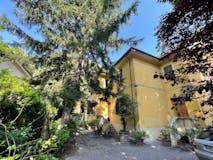 Four-bedroom Villa of 350m² in Piazza Dell' Unita'