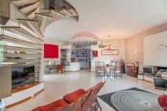 Multi-bedroom Villa of 370m² in Via Solone