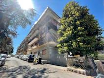 Three-bedroom Apartment of 130m² in Via Castiglione D'orcia 33