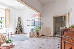 Three-bedroom Apartment of 115m² in Piazza Ludovico Antonio Muratori 4