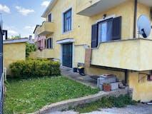 Two-bedroom Apartment of 90m² in Via Girolamo Gravina