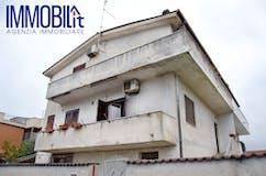 Three-bedroom Villa of 200m² in Via Mongiana