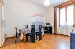 Three-bedroom Apartment of 107m² in Via Fabbroni