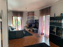 Three-bedroom House of 190m² in Via Elia Facchini 112