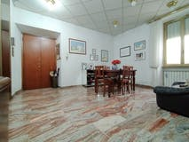 Two-bedroom Apartment of 90m² in Via Gino Capponi