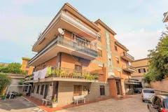 Two-bedroom Apartment of 60m² in Via Massa Silani
