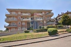 Two-bedroom Apartment of 90m² in Viale Vincenzo Marronaro