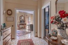 Three-bedroom Apartment of 140m² in Via Cassia 901