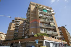 Two-bedroom Apartment of 82m² in Via Enrico Cosenz 11