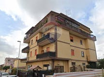 Three-bedroom Apartment of 95m² in Via Ambrogio Sansedoni 40