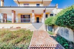 Casa indipendente di 480m² in Via Roberto Rossellini