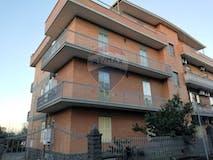 Four-bedroom Apartment of 90m² in Via Tortorici 9