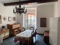 Three-bedroom Apartment of 147m² in Via Cartoleria