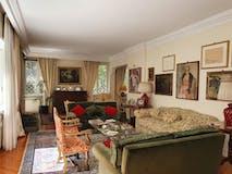 Multi-bedroom Apartment of 210m² in Via dei Monti Parioli