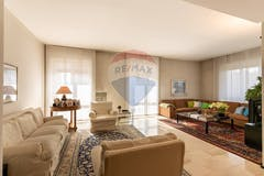 Four-bedroom Apartment of 204m² in Via Val Maira 14
