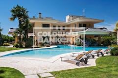 Villa di 600m² in Via Lamberto Vignoli