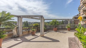Three-bedroom Apartment of 200m² in Via Benedetto Croce 49