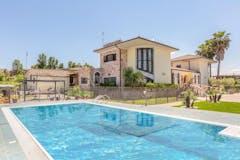 Villa di 350m² in Via Roberto Rossellini