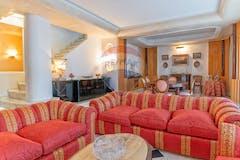 Three-bedroom Apartment of 240m² in Viale dei Campioni
